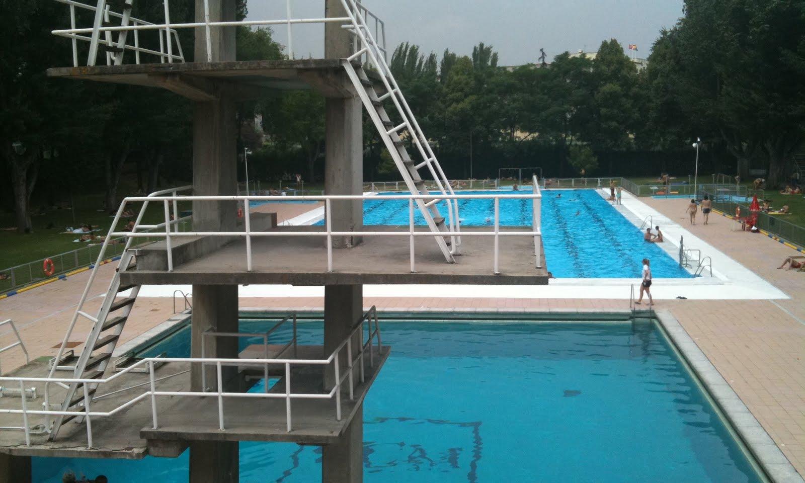 La piscina de la complu el watergate de mariano for Piscina complutense madrid